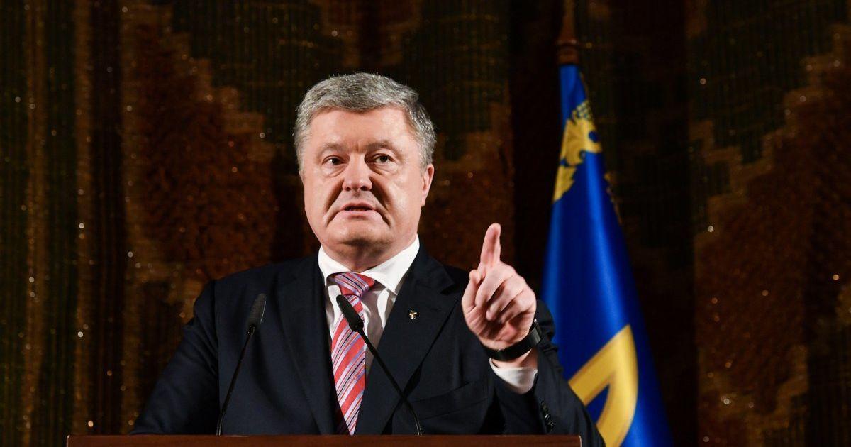 Порошенко выступил со срочным обращением из-за указа Путина про ОРДЛО