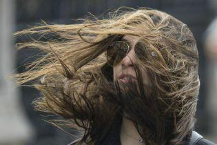 Синоптики предупредили украинцев об опасном ветре