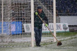 Погода-вратарь. В Германии снег помешал футболисту забить гол в пустые ворота