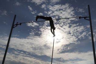 Российским легкоатлетам оставили дисквалификацию на участие в международных соревнованиях