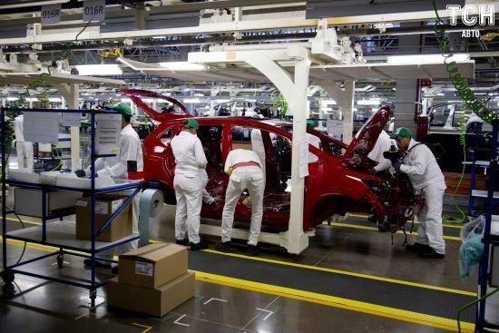 Японські автомобільні гіганти призупинили виробництва в Китаї через коронавірус
