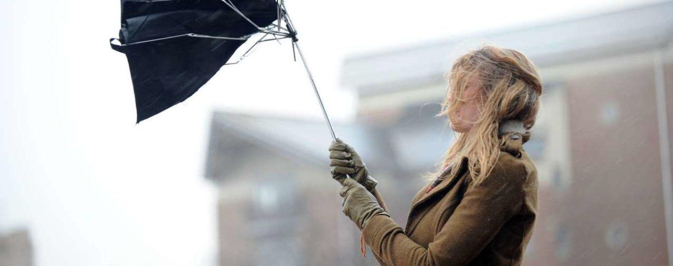 Перед вихідними синоптики оголосили в Україні штормове попередження