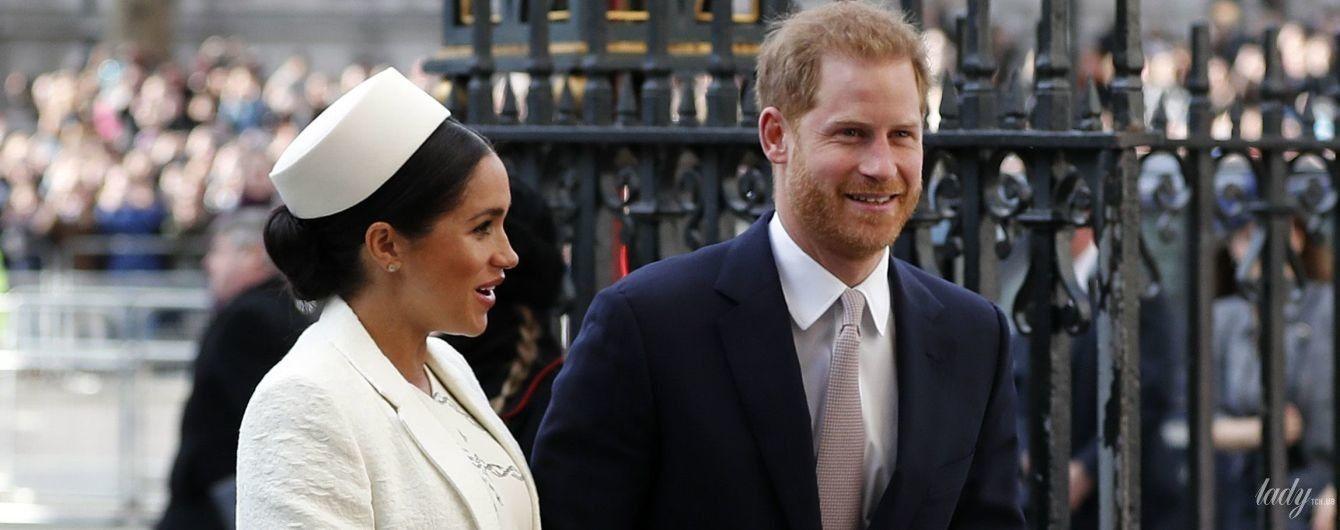 В платье от Victoria Beckham: герцогиня Сассекская и принц Гарри снова вышли в свет