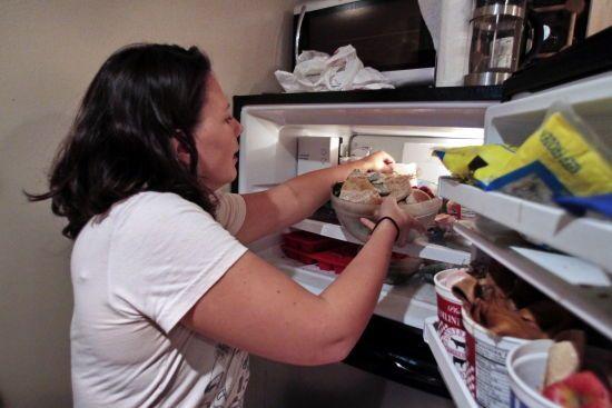 Експерти розповіли, як обмежити себе в їжі і зберегти вагу незмінною під час стресу на карантині