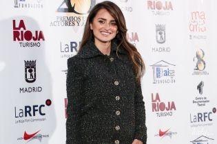 В элегантном пальто и на лубутенах: Пенелопа Крус на мероприятии в Мадриде