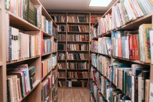 В Чернигове библиотекари университета судятся с заведением, потому что уверены в мошенничестве с их зарплатой