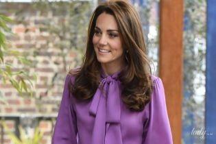 Неожиданный образ: герцогиня Кембриджская в брюках и блузке приехала на новое мероприятие