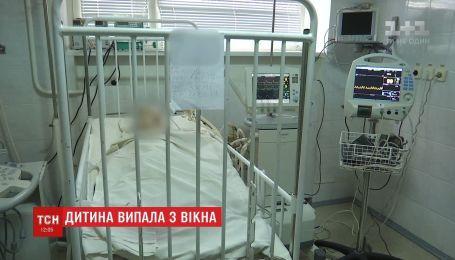 Лікарі рятують дворічного хлопчика, який випав з вікна у Кам'янську