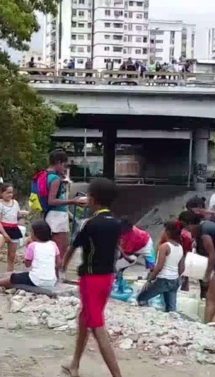 Взрыв на электростанции оставил десятки тысяч жителей Каракаса без света