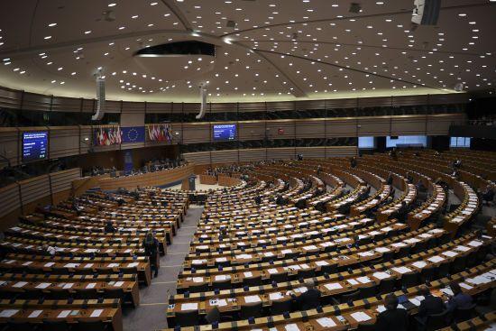 """Європарламент затвердив нову газову директиву, яка регулює будівництво """"Північного потоку-2"""""""