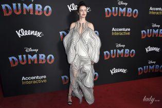 Оказалась в центре внимания: Ева Грин вышла в свет в платье с футуристическими элементами