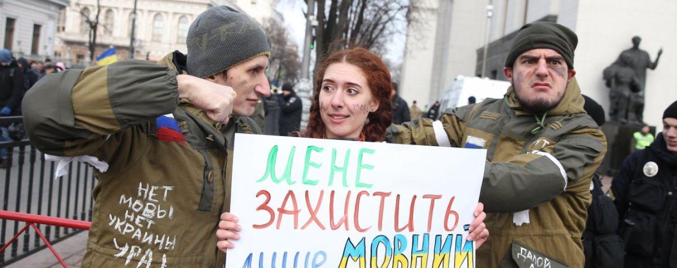 У скандальному Окружному адмінсуді Києва з'явився позов щодо заборони підписувати мовний закон