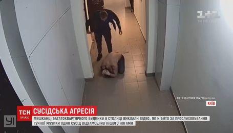 В Киеве мужчина жестоко избил соседа за громкую музыку