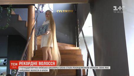 15-річна дівчина ніколи не стригла волосся і встановила рекорд