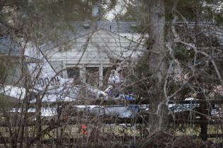 В США легкомоторный самолет влетел в частный дом