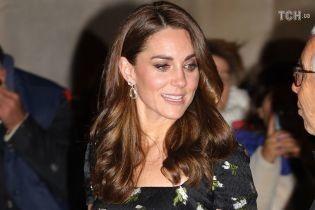 Міддлтон у розкішній сукні, а Бекхем у яскравих туфлях відвідали благодійний захід у Лондоні