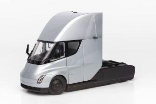 Tesla начала продажи точной копии Semi в миниатюре