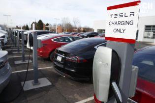 Маск намекнул, когда в Украине появятся зарядки Tesla