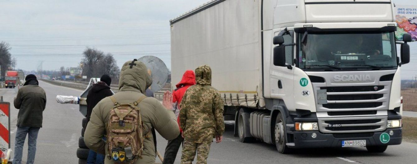 """Пункт пропуска """"Ужгород"""" частично закроют для грузовиков"""