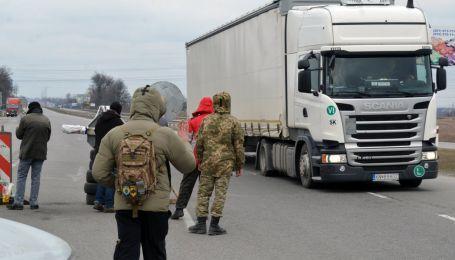 На трассе Киев-Чоп зафиксировали перегруженную на 34 тонны фуру. Видео-антирейтинг нарушителей