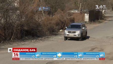 """Сам собі автодор: хто відповідає за ремонт """"нічийних"""" доріг України"""