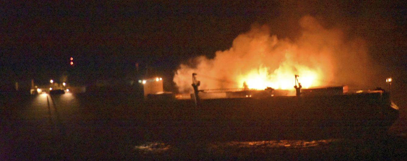 Неподалік берегів Франції затонуло італійське судно з паливом. На воді утворилась велика нафтова пляма