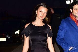 У чорній сукні і пітонових чоботях: стильна Емілі Ратаковскі на приватній вечері