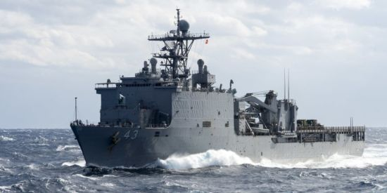 Через спалах вірусу судно ВМС США - на карантині. Моряки ізольовані на кораблі на два місяці