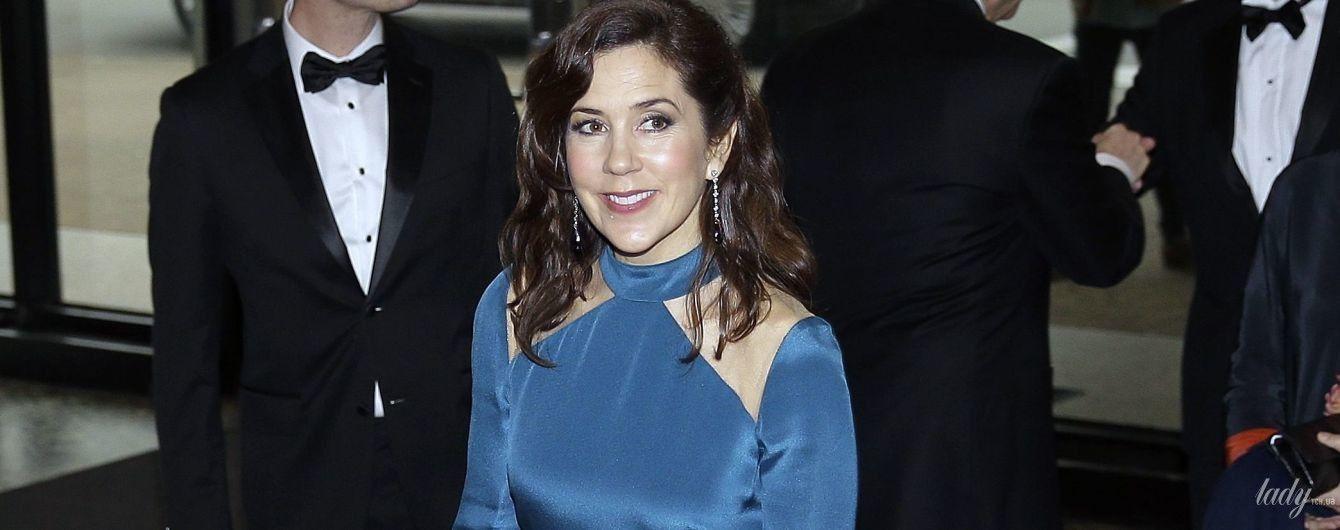 У вечірній сукні на червоній доріжці: кронпринцеса Мері на урочистому прийомі
