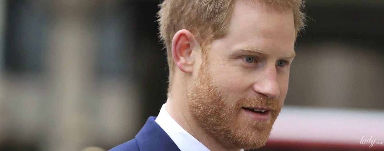 Без Меган і усміхається більше: принц Гаррі на сольному заході в Лондоні