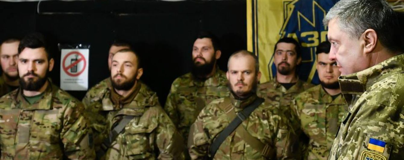 "Порошенко встретился с ""азовцами"" на линии фронта"