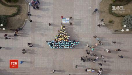 В Кропивницком организовали флешмоб в поддержку украинских моряков, которые находятся в плену РФ