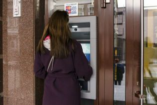 НБУ оприлюднив розклад роботи банків у свята