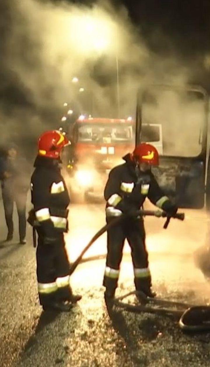 """На трасі """"Житомир - Могилів-Подільський"""" спалахнув пасажирський автобус"""