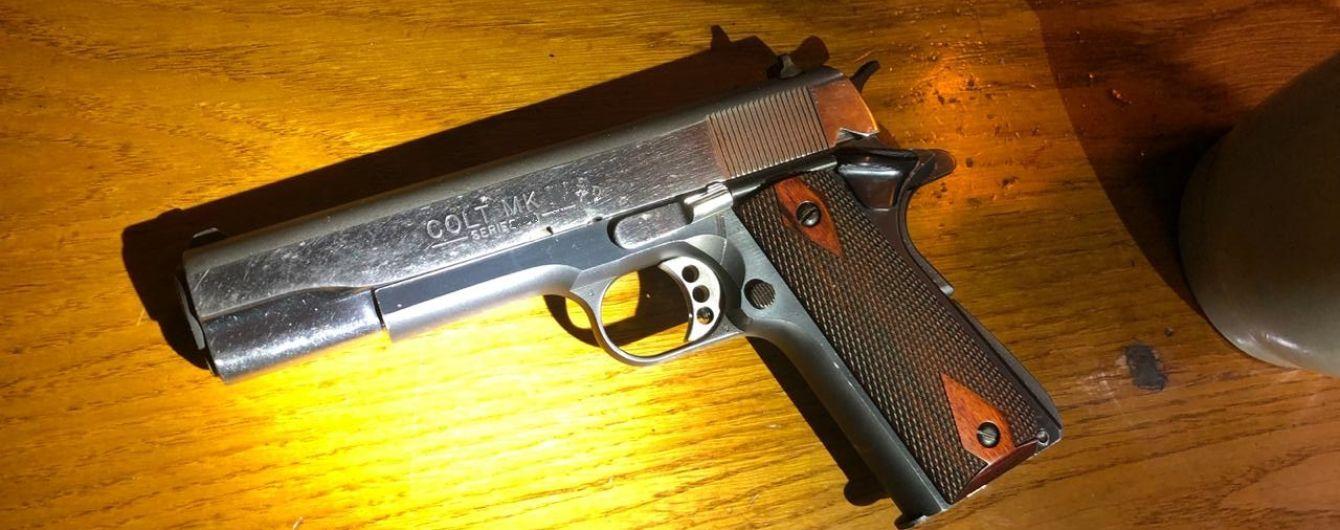 В Одесі в імпортованій з-за океану машині знайшли запчастини до зброї