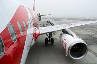 Сон на підлозі, жодної їжі. Пасажири повідомляють, що застрягли в аеропорту Львова через скасування рейсів Ernest