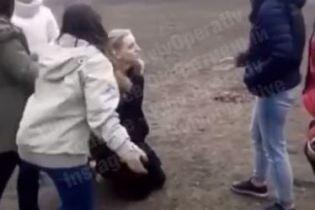 В Киеве подростки жестоко избили ногами школьницу, полиция открыла уголовное производство