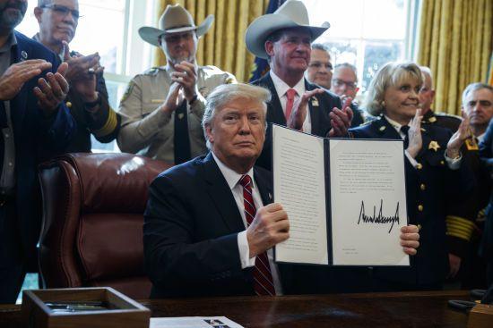 Трамп вперше за часів своєї каденції ветував рішення Конгресу