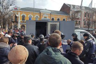 """У Полтаві """"Нацдружини"""" намагалися зустрітися з Порошенком, 10 осіб затримано"""