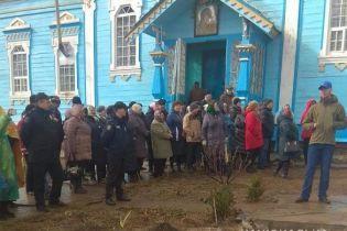 Возле церкви на Винниччине произошли столкновения между сторонниками УПЦ МП и ПЦУ, полиция взяла храм под охрану