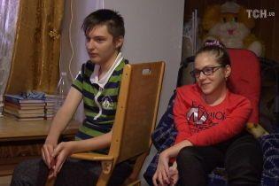 Об облегчении жизни двух больных редкой болезнью детей просит семья из Львовщины