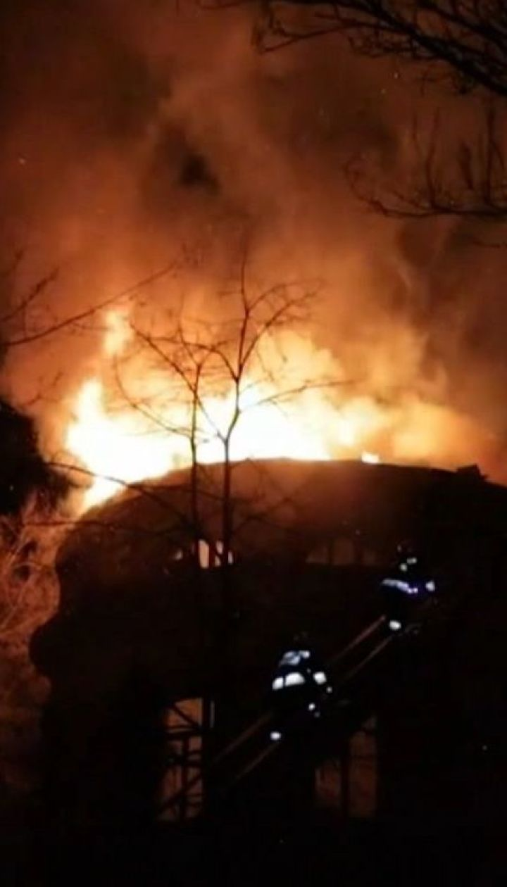 У Дніпрі горіла майже 100-річна будівля