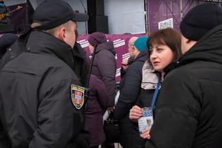 В Ковеле во время выступления Порошенко полиция силой вывела журналистку. Она отказалась проходить через металлоискатель