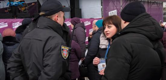 У Ковелі під час виступу Порошенка поліція силоміць вивела журналістку. Вона відмовилась проходити через металошукач
