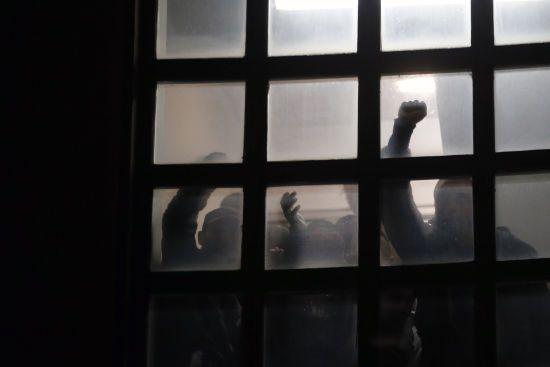 До будівлі державного телеканалу Сербії увірвались мітингувальники