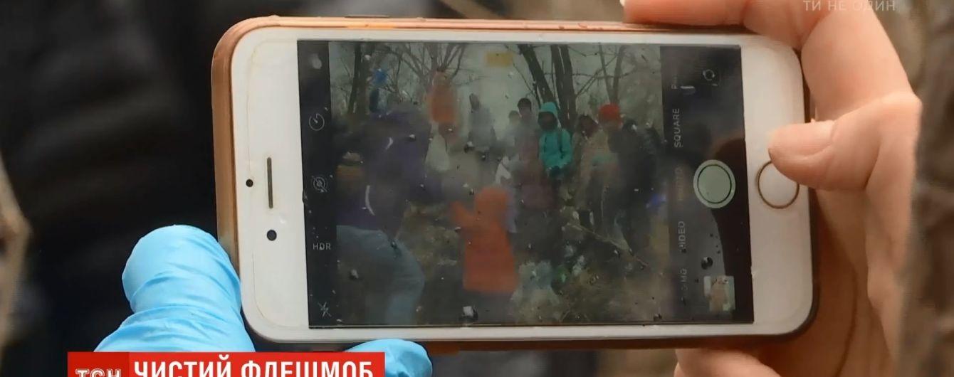 """Trashtag: киевляне вывезли """"Камаз"""" мусора из Гидропарка в рамках мирового флешмоба"""