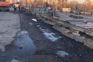 В КГГА показали первые фото начала демонтажа Шулявского путепровода