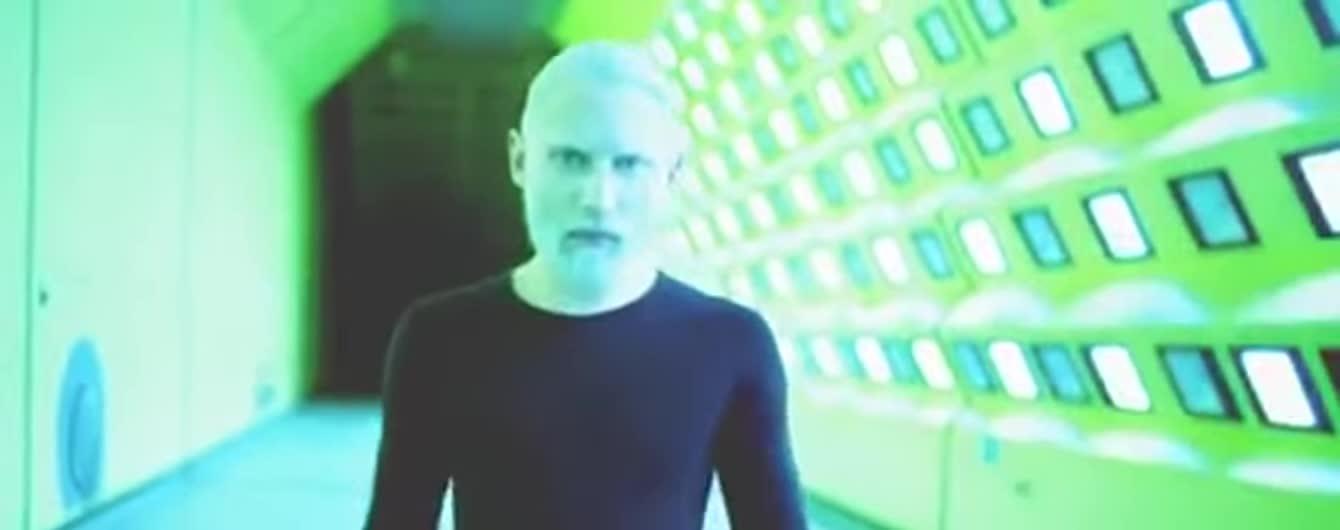 Кончіта Вурст стала справжнім чоловіком у новому брутальному кліпі
