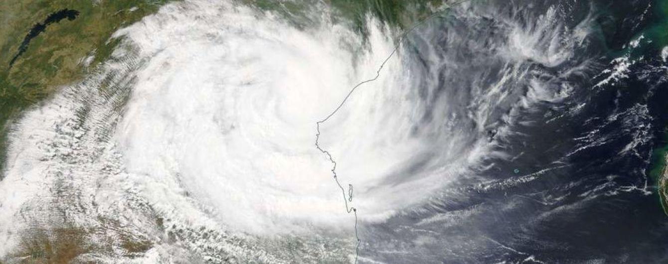 """""""Самое страшное бедствие в истории страны"""". В Мозамбике мощный циклон затопил дома и уничтожил 90% города"""