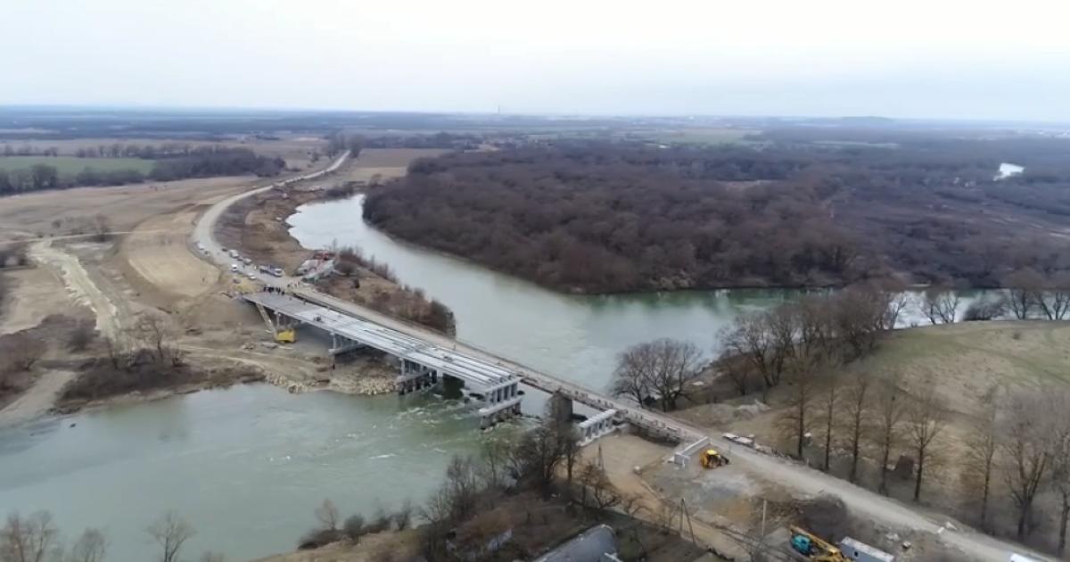На Львівщині оголосили, коли добудують зруйнований міст через Дністер. Відео будівництва